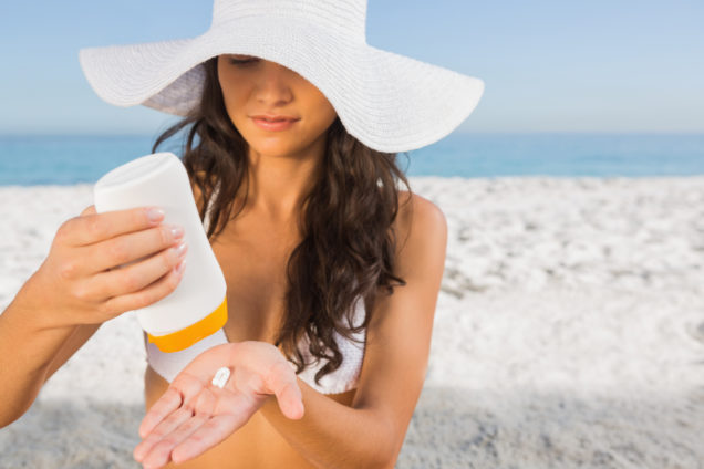 San Diego Cosmetic Laser - Woman Applying Sunscreen